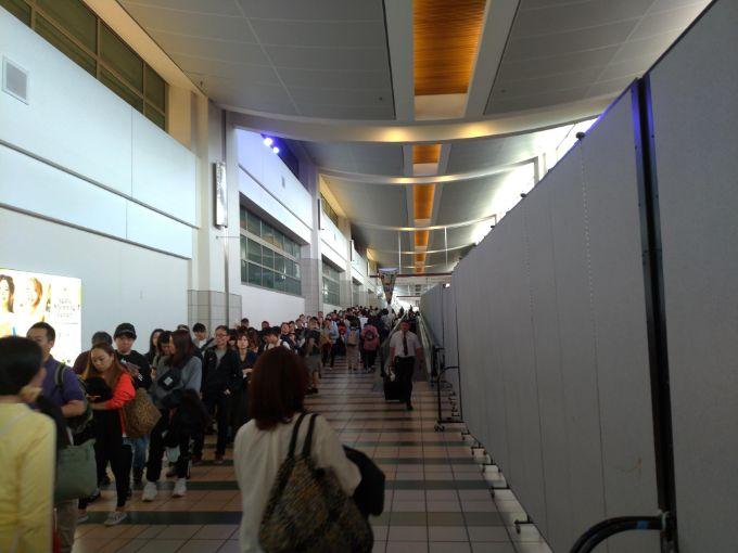 グアム空港ESTAなしの行列