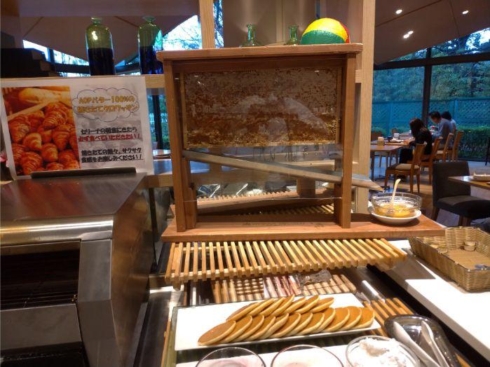 ホテル日航成田セリーナの朝食バイキングの様子